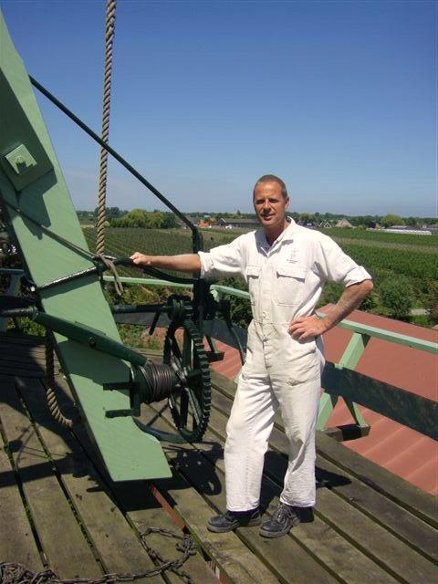 Oude kruilier Koperslager op molen De Krijgsman met molenaar E. Dudink